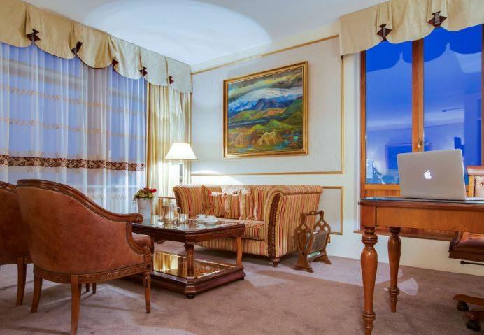 Radisson Blu Saga Hotel 05